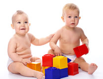Two children play with building bricks Royalty Free Stock Photos