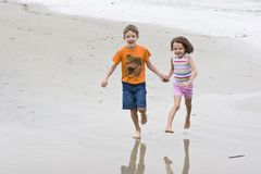 Two children running Royalty Free Stock Images