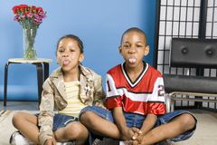 Two children sticking out their tongues Stock Photography