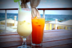 Two cocktails on the background of the sea Royalty Free Stock Photography