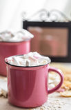 Two cups of cocoa with marshmallows Royalty Free Stock Photos