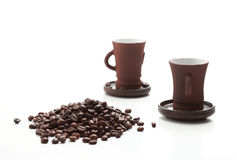 Two cups of coffee with coffee beans isolated on white backgroun Royalty Free Stock Photos