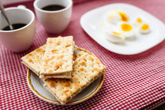 Two cups of coffee, cracker, egg, breakfast Royalty Free Stock Photography