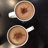 Two cups of hot chocolate Royalty Free Stock Photos