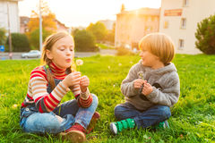 Two cute kids outdoors Royalty Free Stock Photos