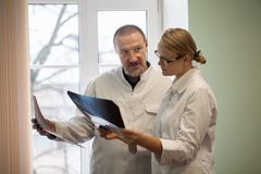 Two doctors analyzing x-ray images Royalty Free Stock Photography