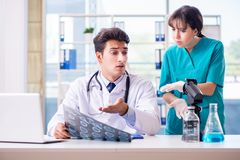 The two doctors discussing x-ray mri image in hospital Royalty Free Stock Images