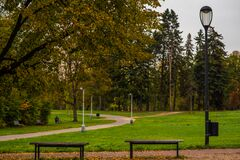 Free Two Empty Benches On A Park Royalty Free Stock Photos - 203291908