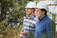 Two engineers with serious expressions Royalty Free Stock Photos