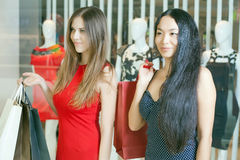 Two fashion girlfriends shopping at mall Royalty Free Stock Images