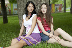 Two friend sitting at tree Stock Photography