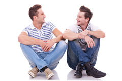 Two friends smiling to each other Royalty Free Stock Photography