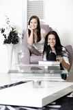 Two friends watching television Royalty Free Stock Photography