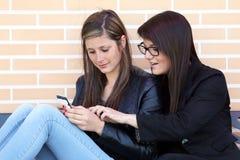 Two_Girl_Phone Стоковая Фотография RF