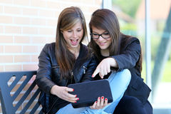 Two_Girl_Tablet Стоковые Фотографии RF