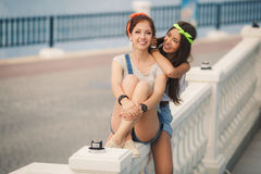 Two girlfriends spend time together in the city Royalty Free Stock Photography