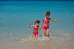 Two girls on the beach Royalty Free Stock Photography