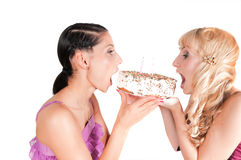 Two girls eating the cake Royalty Free Stock Photos