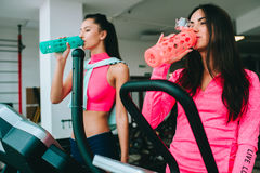 Two girls in the gym Royalty Free Stock Photography