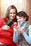 Two girls with mobile phones Royalty Free Stock Photography