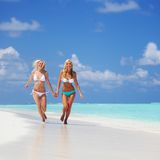 Tropical girls run Royalty Free Stock Photos