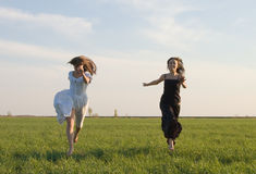 Two girls running on the field 2 Royalty Free Stock Photography