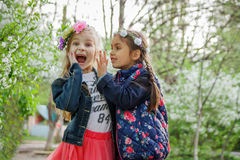Free Two Girls Sharing Shocked News Stock Images - 92024824