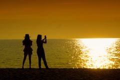 Two girls silhouette Royalty Free Stock Photos