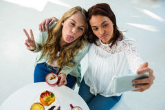 two girls take a selfie Royalty Free Stock Photography