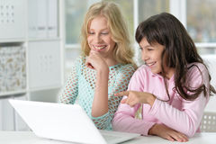 Two girls using laptop Royalty Free Stock Photography