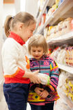 Two girls 4 and 6 years old at   grocery store. Royalty Free Stock Photos