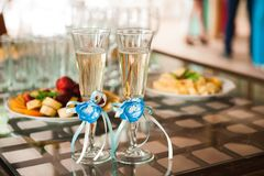 Two glasses of champagne next to the bridal bouquet royalty free stock image