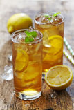 Two glasses of iced tea with lemon Royalty Free Stock Images