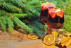 Two glasses of mulled wine, christmas tree branches and cinnamon Royalty Free Stock Photos