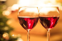 Two glasses of wine near a fireplace Royalty Free Stock Photos