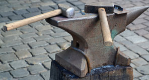 Two hammers lie on an anvil Royalty Free Stock Photos