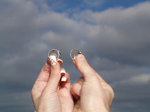 Two Hands Whith Wedding Rings Royalty Free Stock Photos