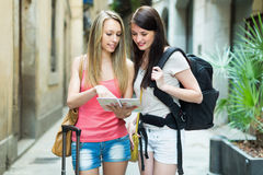 Two happy girls with map Royalty Free Stock Photos