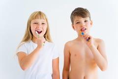 Kids brushing teeth Royalty Free Stock Photos