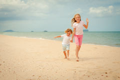 Two happy kids playing at the beach Royalty Free Stock Photography