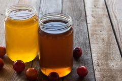 Two jars of honey Royalty Free Stock Photos