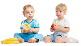 Two kids eating healthy food Royalty Free Stock Photos