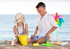 Two kids playing beach Royalty Free Stock Images
