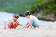 Two kids playing at beach Royalty Free Stock Photos