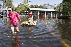 Free Two Lady Buy Food In Floods Stock Photo - 22144770
