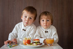 Two little boys, eating fruit sanwich Stock Photography