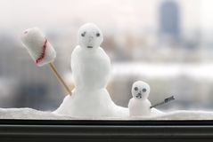 Two little snowmen behind a window Royalty Free Stock Photos