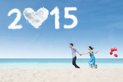 Two lovers running on beach Royalty Free Stock Photos