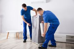 Free Two Male Movers Packing Furniture Stock Photo - 124753380