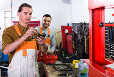 Two mechanics in workshop Royalty Free Stock Photography